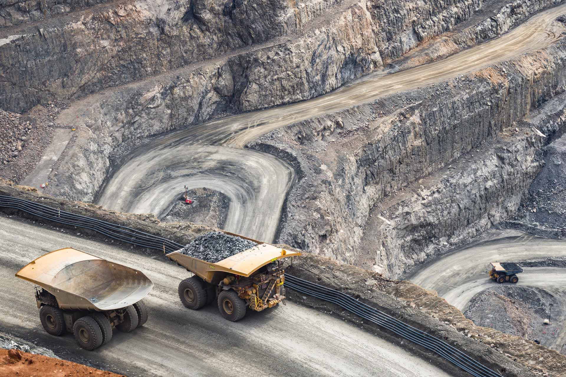 Open Pit Mining with Hauler